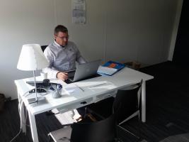 Zaakvoerder Mario Verhulst aan het werk