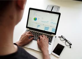 Een website bouwen: In 4 lessen een professionele website op punt zetten.